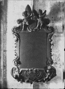 Epitaph: Johann Baptist Maír von Mairsfeld (gestorben: 30. Oktober 1720) in der Barbarakapelle an der Südwand des Chorraumes.